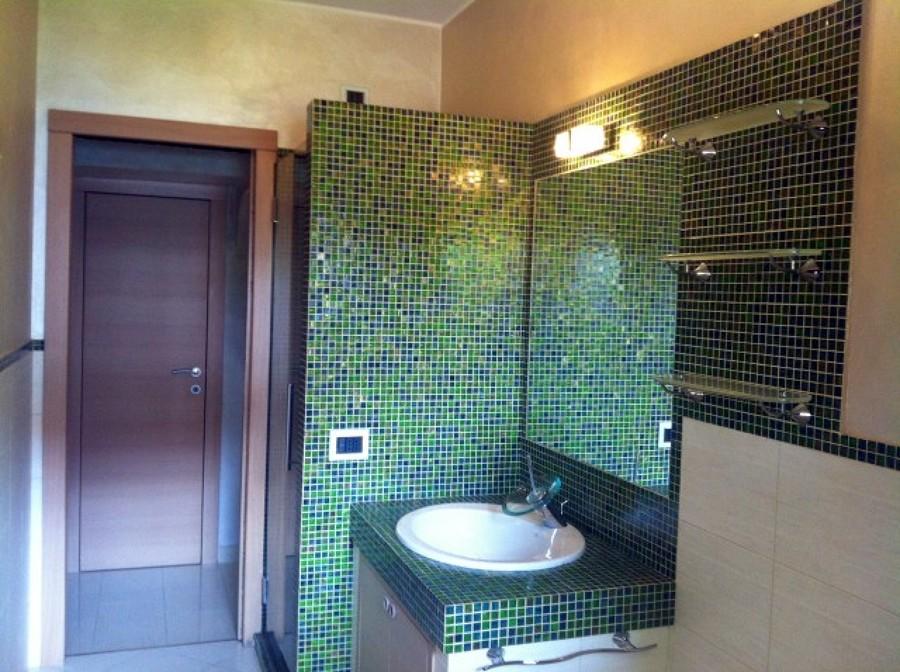 Foto ristrutturazione bagno 4500 euro di milano - Bagno mosaico verde ...