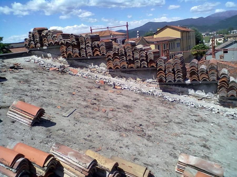 Foto ristrutturazione tetto de impresa paderni 64777 for Stili tetto tetto