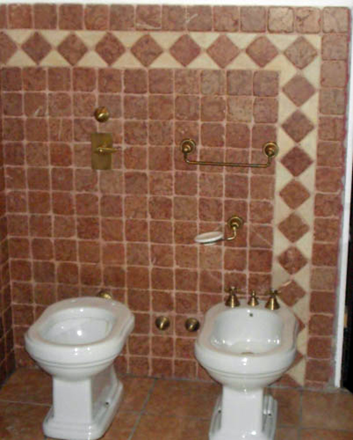 Foto Bagno Rustico Con Pavimento Di Legno A Doghe Pictures to pin on ...