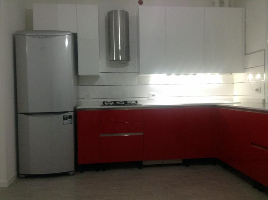 Foto rivestimento cucina con inserti in acciaio di la for Piastrelle parete cucina