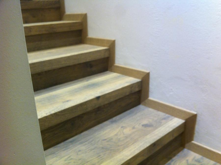 Foto rivestimento scale con zoccolino di tutto parquet for Rivestimento scale in resina prezzi