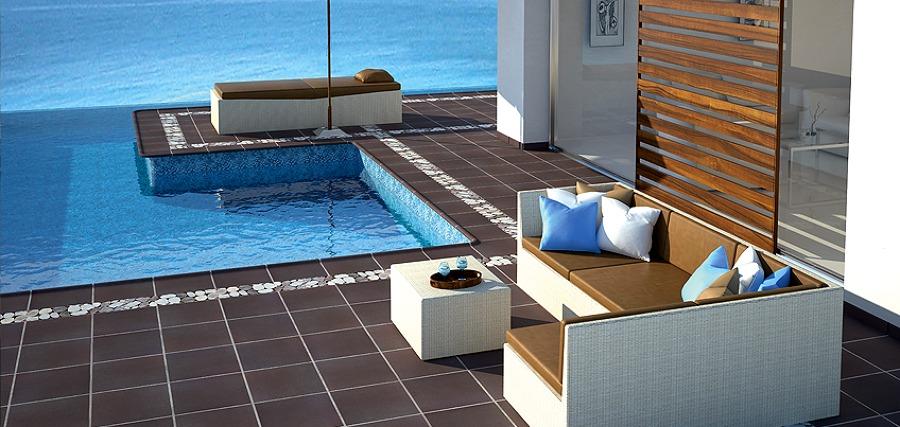 Rivestimento vasca piscina e pavimentazione esterna in klinker