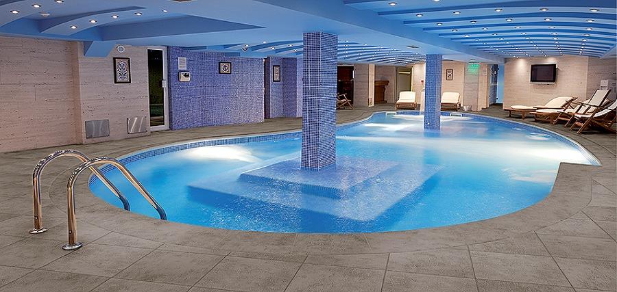 Rivestimento vasca piscina e zona wellness in klinker