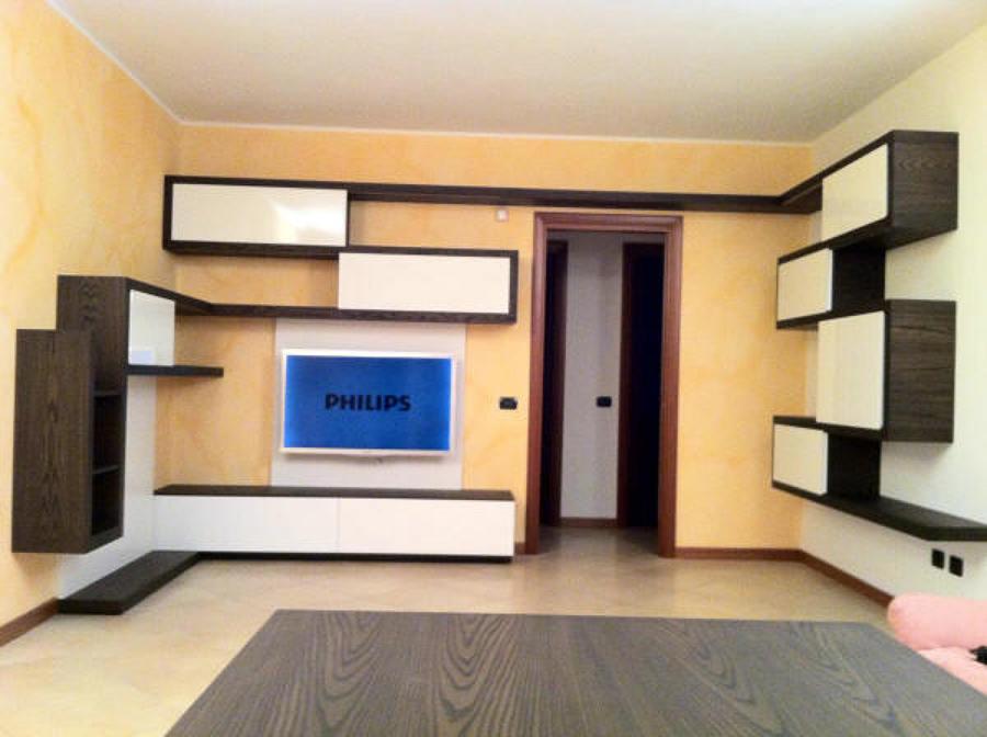 Foto sala composta da mensole autoportanti brevettate di for Negozi arredamento brianza