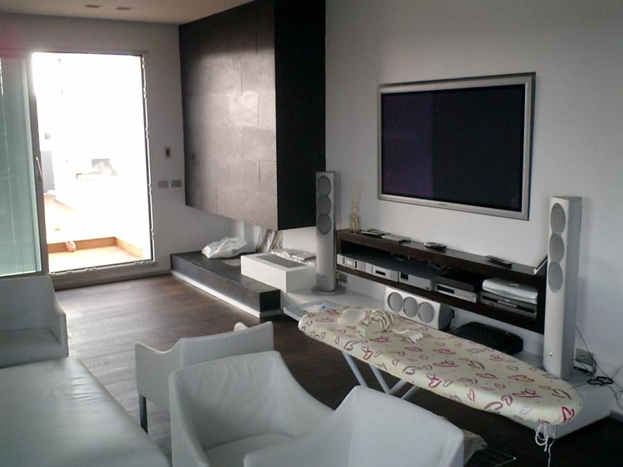 Foto sala tv con camino di impresa edile geom gianfranco paradiso figli s r l 145764 - Parete attrezzata moderna con camino ...