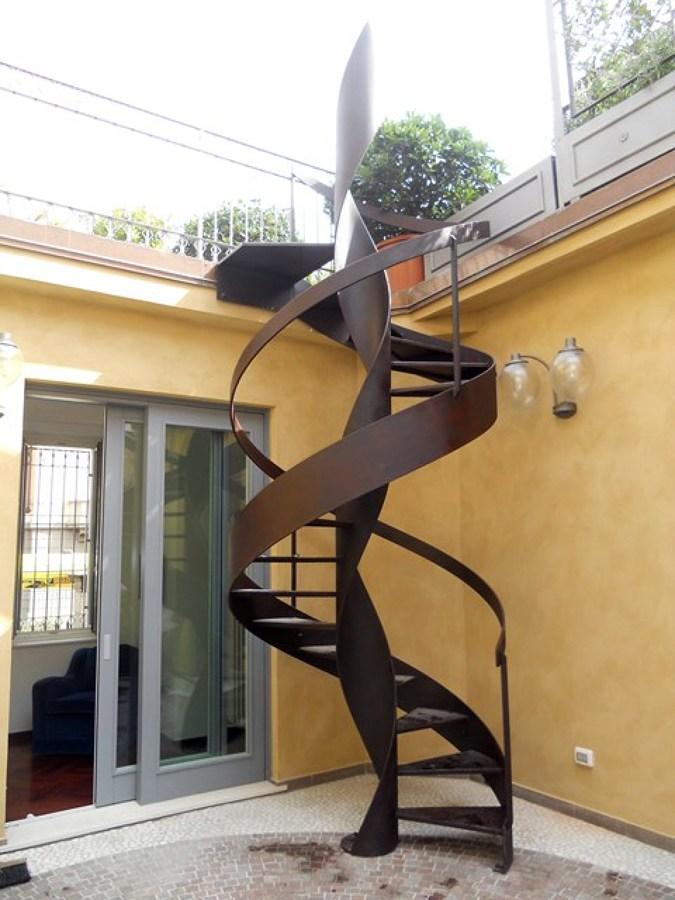 Foto scala a chiocciola per esterno realizzata in ferro for Scale in ferro per esterni prezzi