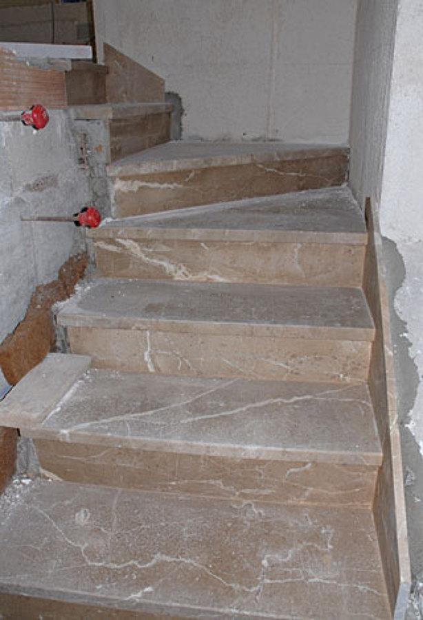 Scala con gradini portanti