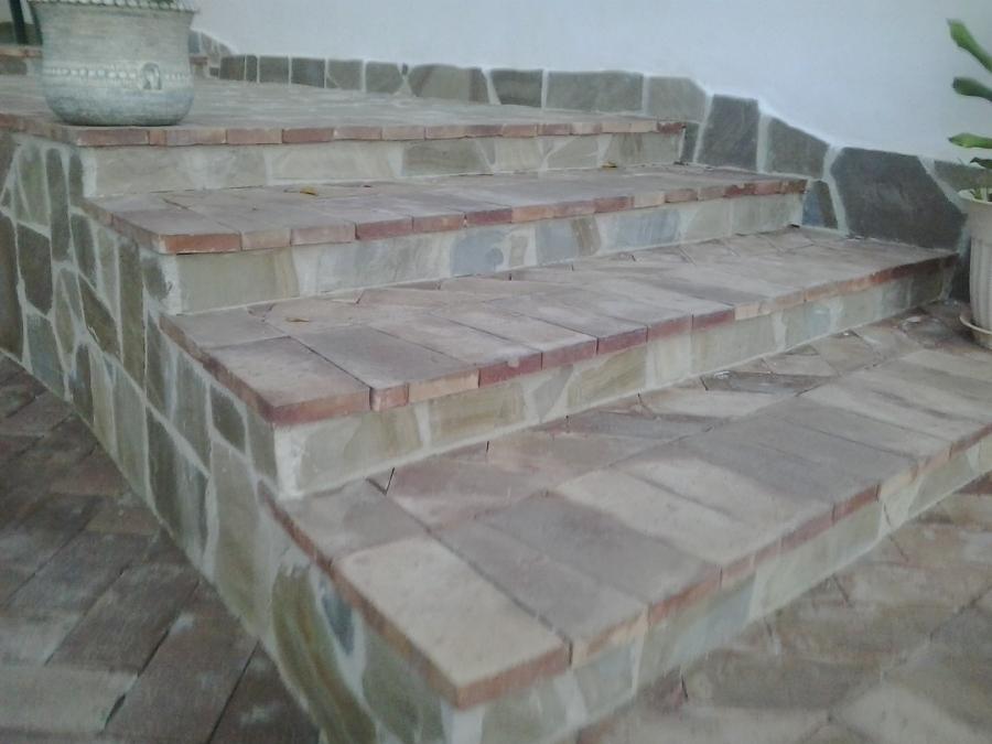 Foto scala con pietra cilentana e mattoni di arte casa for Mattoni e pietra americani