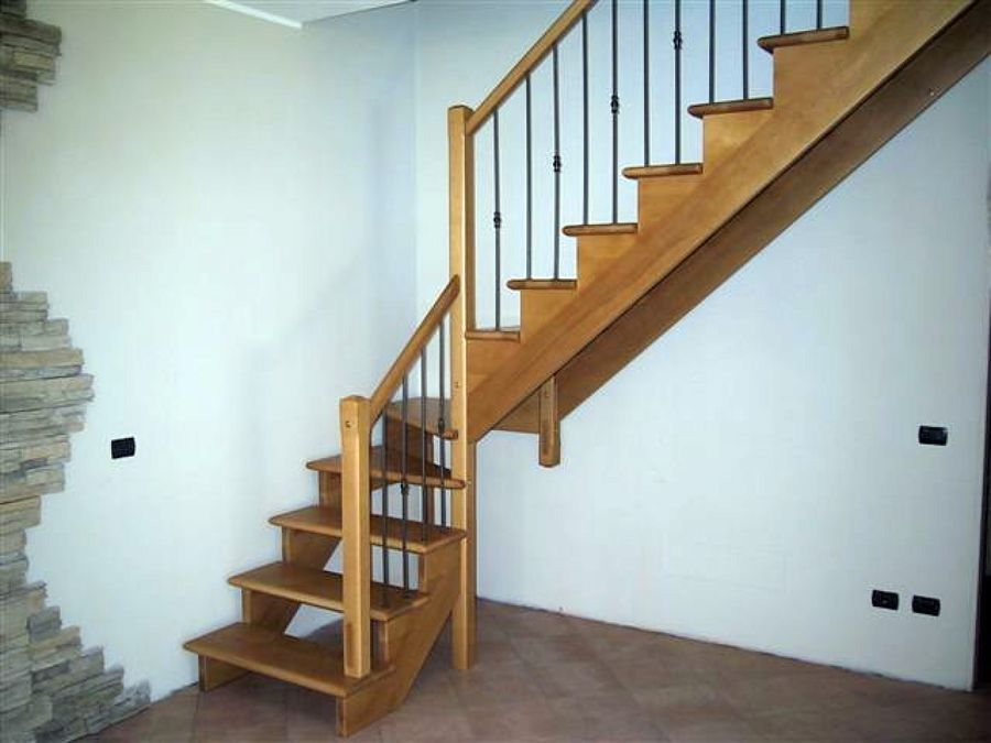 Foto scala in legno di faggio di l 39 artigiano della scala - Immagini scale in legno ...