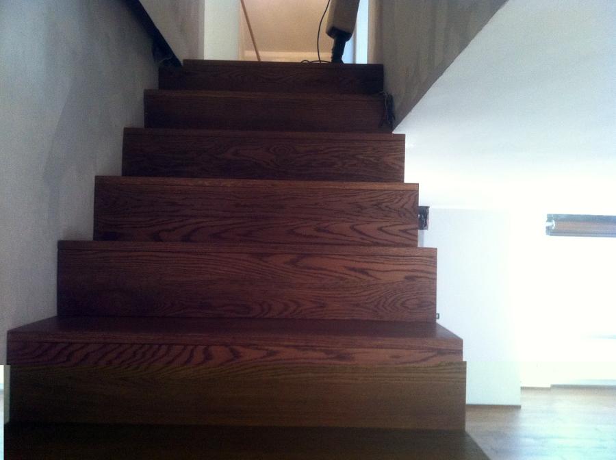 Foto scala in legno di rovere tinta noce de riviera - Foto scale in legno ...