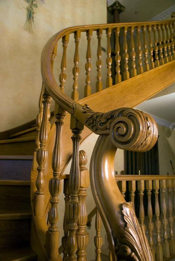 Foto scala ringhiera e corrimano de milazzo antonio for Corrimano in legno roma