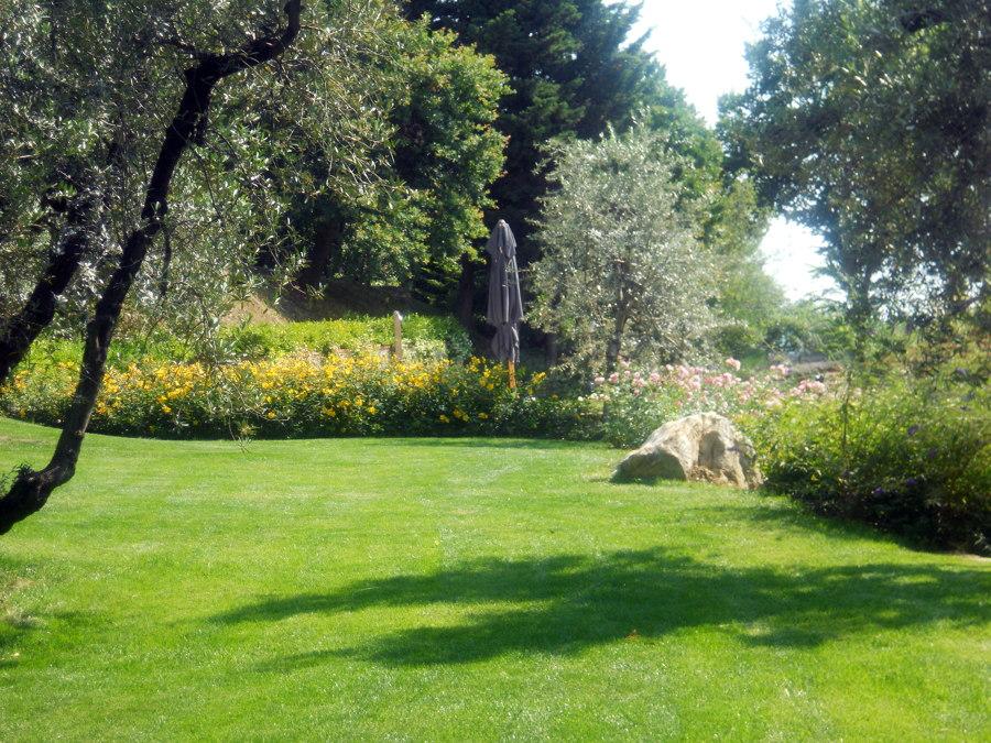 Foto scorcio di giardino di campagna di ciandri eugenio - Giardino di campagna ...