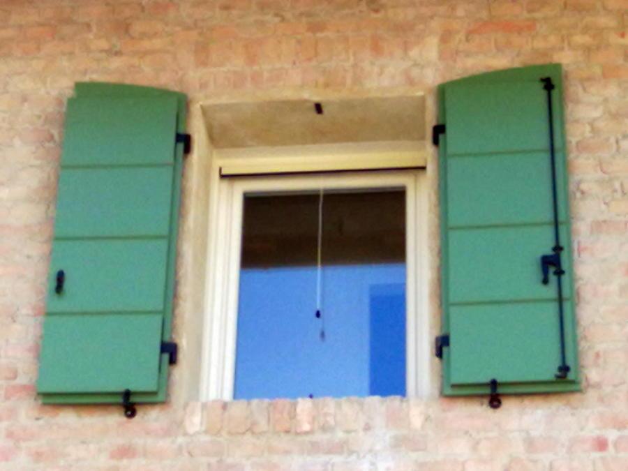 Foto scuri in legno laccati e fx in pvc de dueffe 60579 for Scuri in legno prezzi