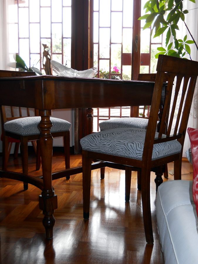 Foto sedie imbottite di arredo artigiano di piselli for Sedie imbottite