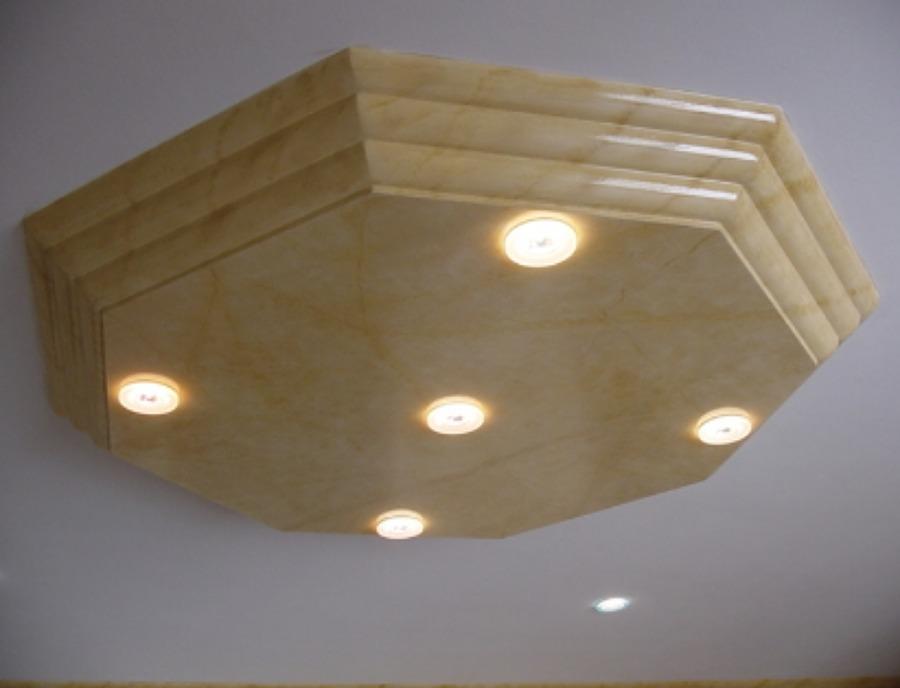 Rosone in cartongesso decorato con la tecnica finto marmo di prestigio: (Giallo Siena).