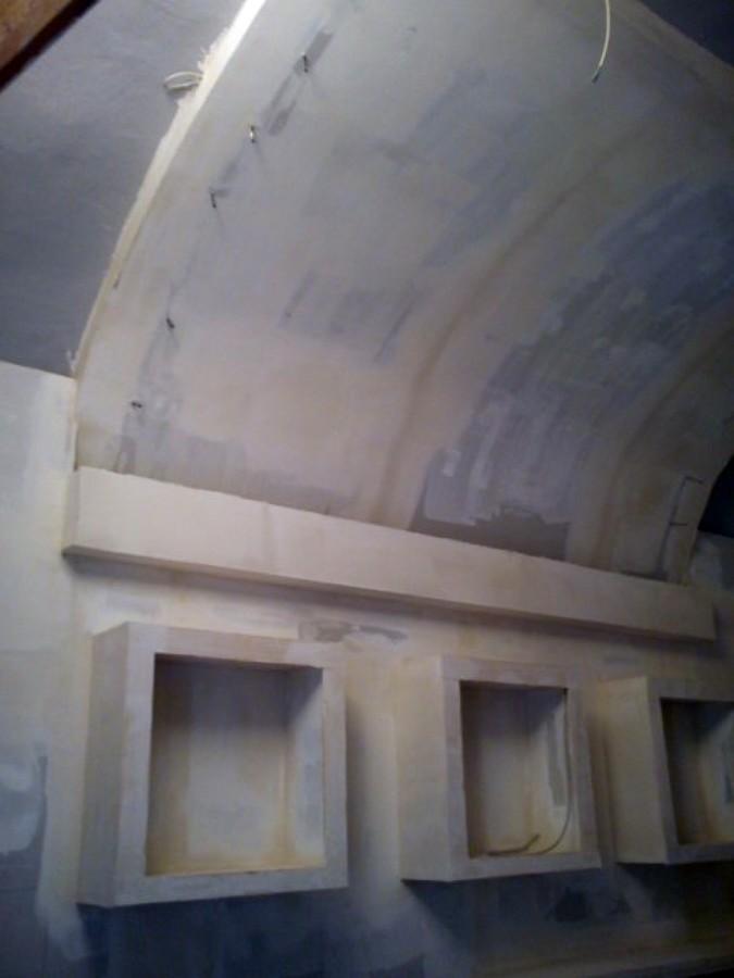 soffitto angolo bar in un locale del centro