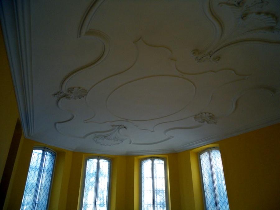 soffitto con cornice decorate