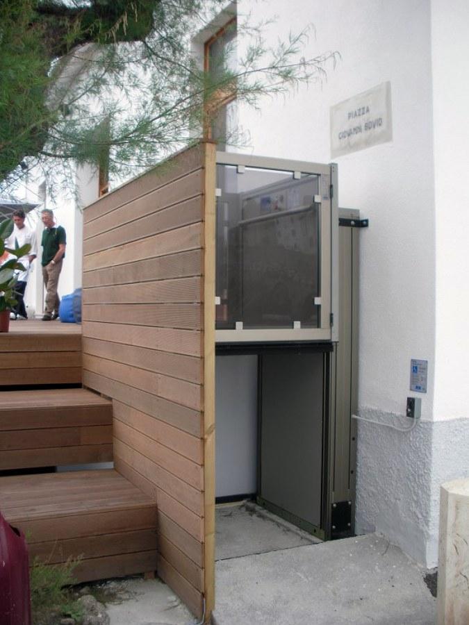 Soluzione personalizzata con rivestimento in legno