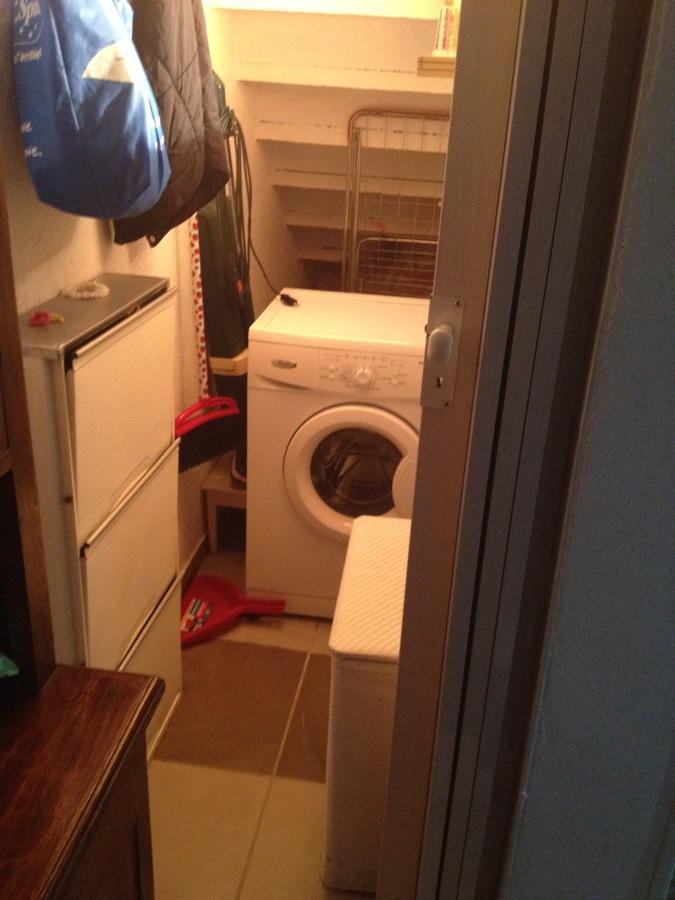 Sottoscala adibito a lavanderia