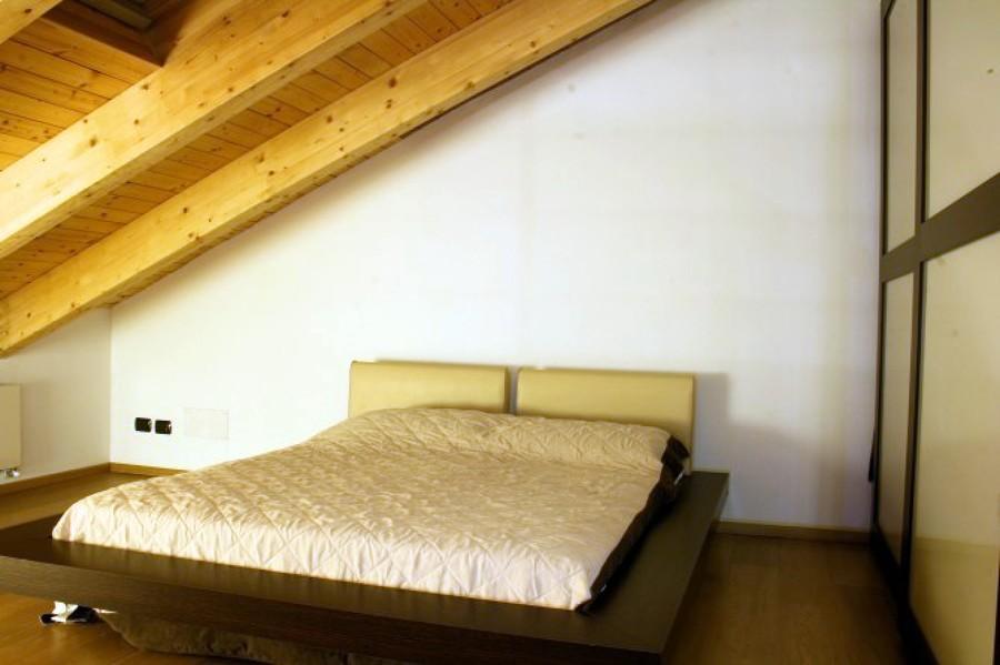 sottotetto con letto futon