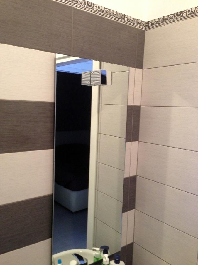 Foto specchio bagno con illuminazione di artigiana extra srl 136018 habitissimo - Illuminazione specchio bagno ...