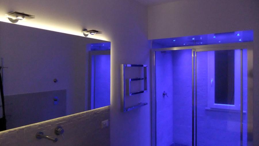 Foto specchio magico di luceled pro srl 46081 habitissimo - Illuminazione per doccia ...