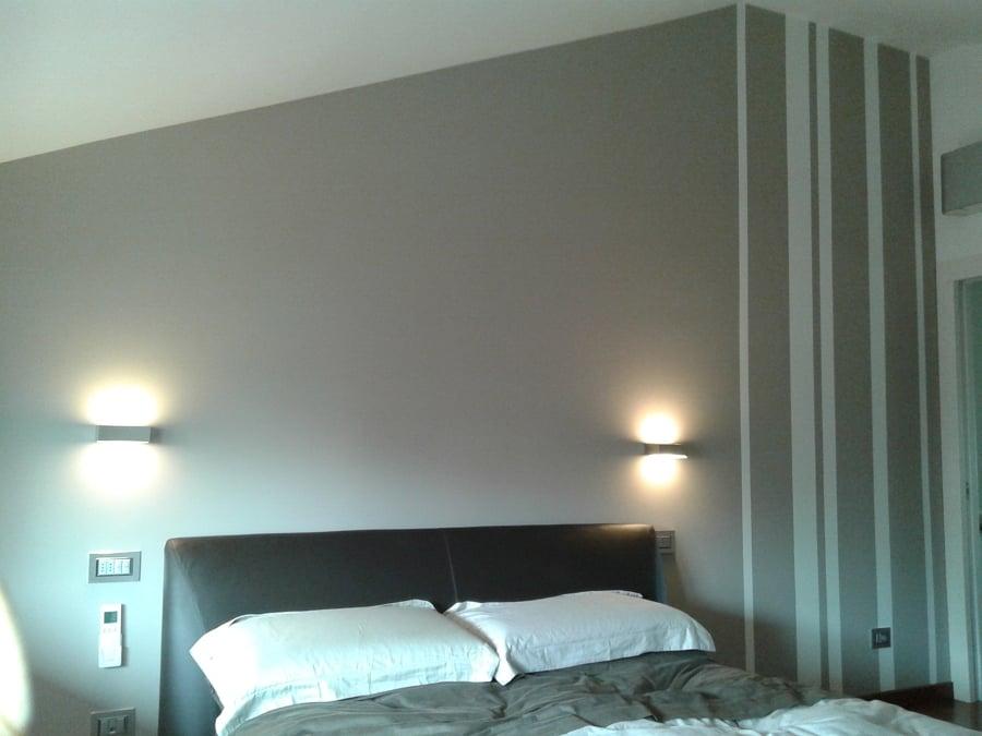 Camera da letto dipinta a righe design casa creativa e mobili ispiratori - Stanza da letto romantica ...