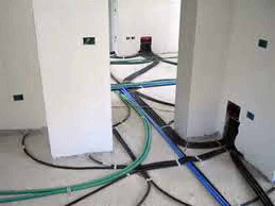 Foto stesura tubazion per nuovo impianto elettrico di for Impianto esterno elettrico