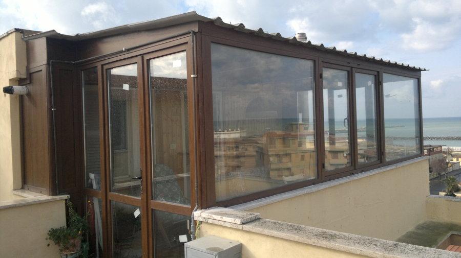 Foto struttura in pvc effetto legno di progetto infissi for Infissi in pvc bianco effetto legno