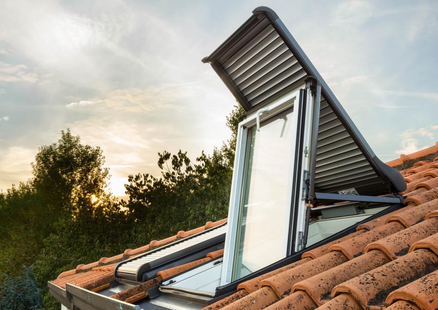 Foto tapparella esterna per finestre per tetti roto de for Finestre velux torino