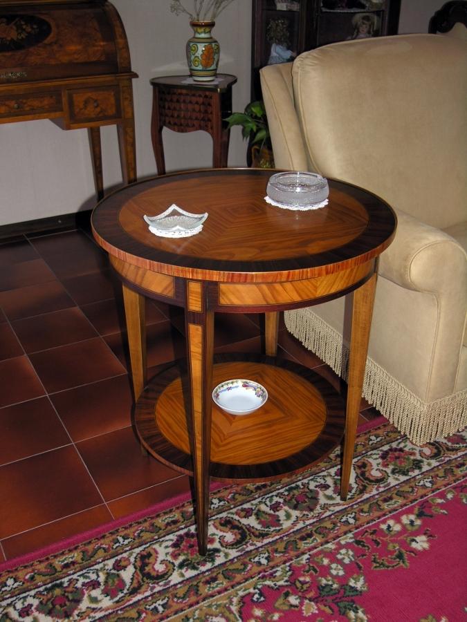 Foto tavolino intarsiato rotondo in stile di mia mobili - Tavolini da camera ...