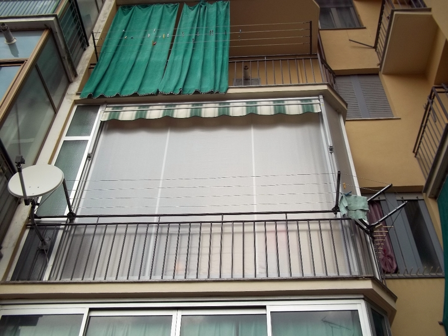 Tenda veranda e pannelli fissi sagomati in vinitex www.mftendedasoletorino.it