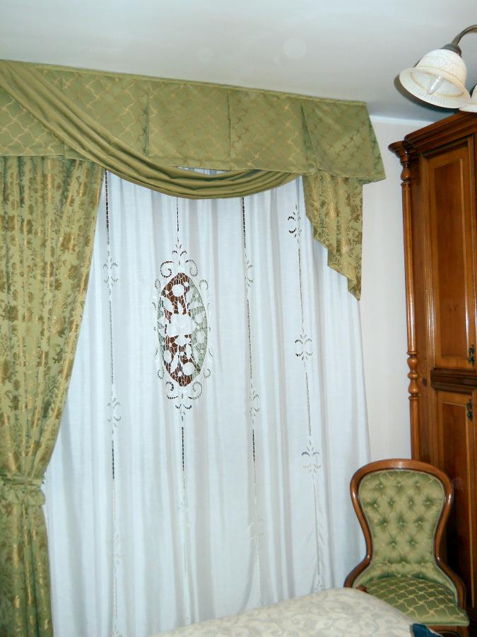 Foto tendaggi de arredo artigiano di piselli piera for Finestre di artigiano