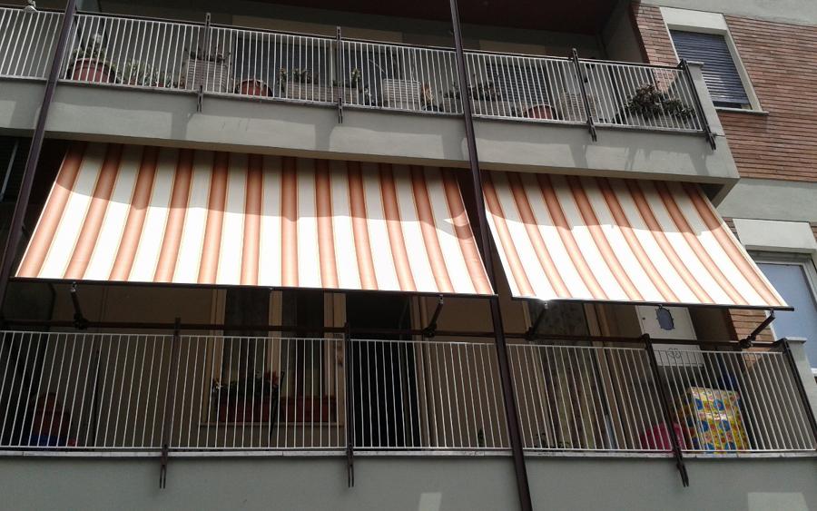 Foto tende a caduta di tappezzeria lo russo 110584 for Tende color marrone