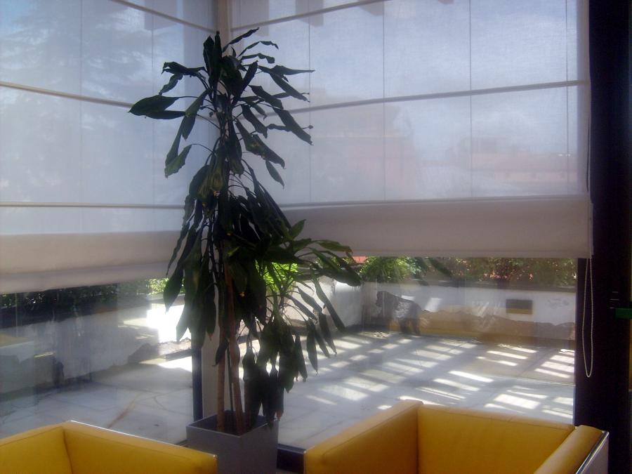 Foto tende a pacchetto per sala d 39 attesa di tappezzeria for Foto tende a pacchetto