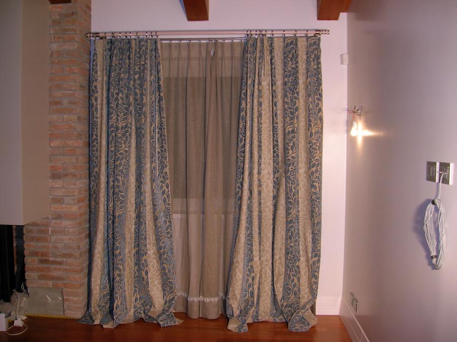 Tende salotto lino idee per il design della casa for Idee tende cucina