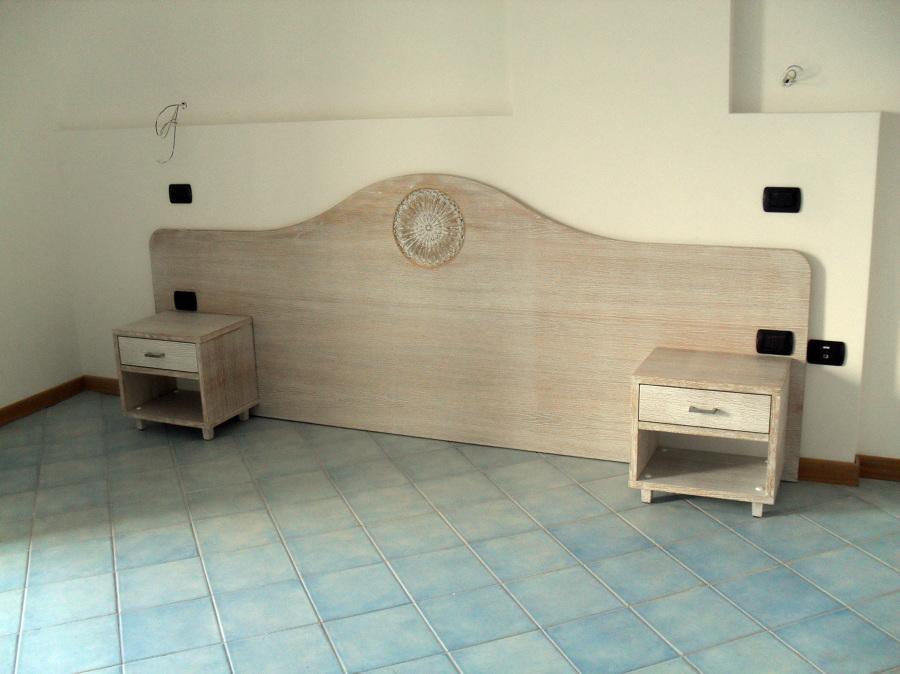 Foto testiera del letto con comodini di falegnameria artigiana billiato 60506 habitissimo - Testiera del letto ...