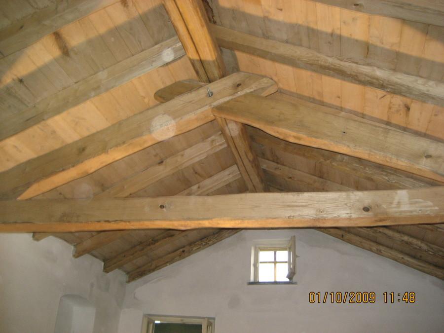 Casa moderna roma italy costo rifacimento tetto in legno for Casa in legno costo totale