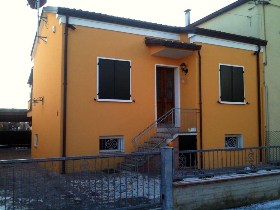 Foto tinteggiatura esterna di labecki mariusz jozef - Tinteggiatura esterna casa ...