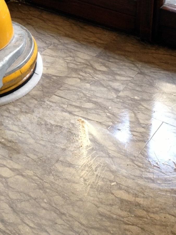 Trattamento marmo con polvere di composti minerali