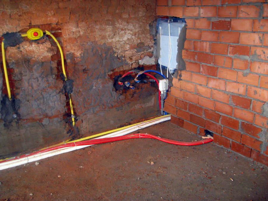 Foto tubi idraulici de restructura edilgeneral 81957 for Tubi idraulici arredamento