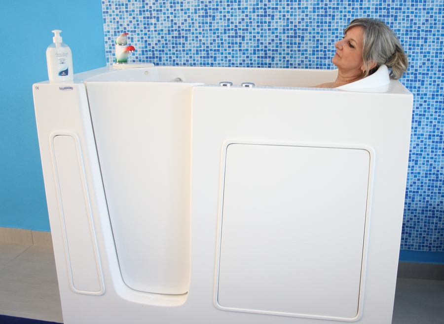 Foto vasca comoda di sicurbagno srl 238720 habitissimo - Vasca da bagno piccola con seduta ...