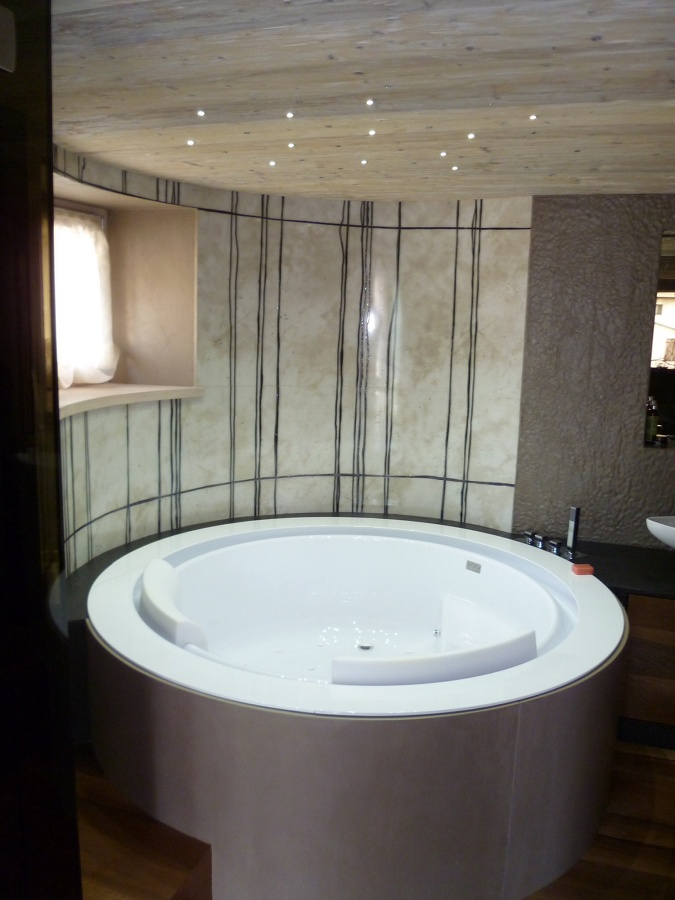 Foto vasca da bagno con rivestimento in resina di - Vaschetta bagno bimbo ...