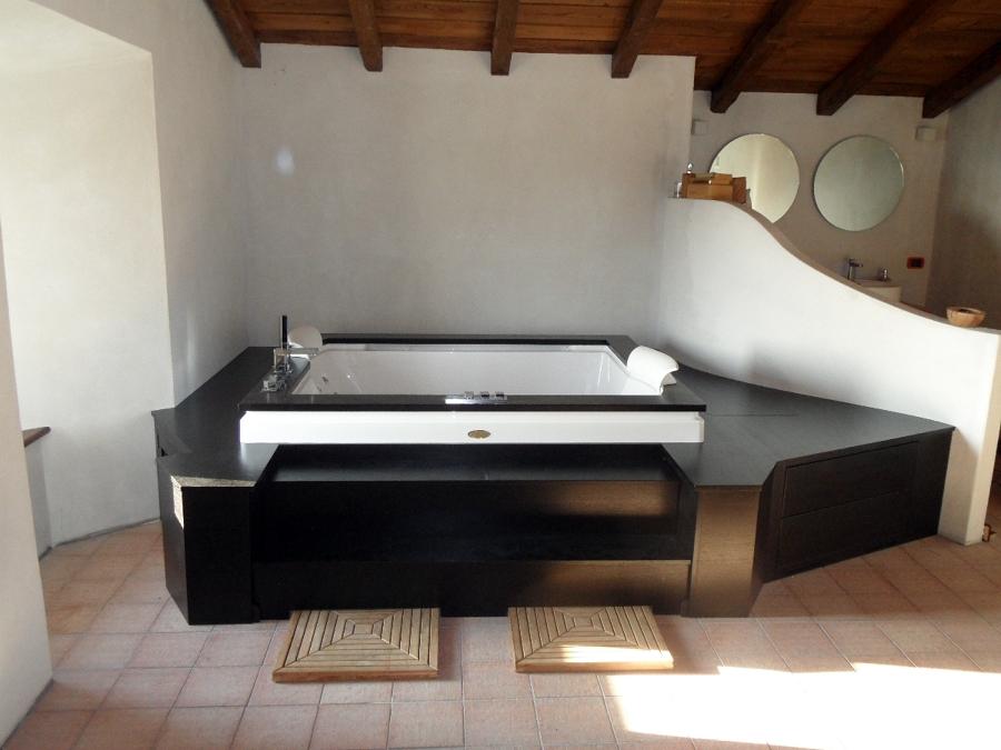 Vasca Da Bagno Con Gradini : Vasche da bagno su misura idee di design per la casa