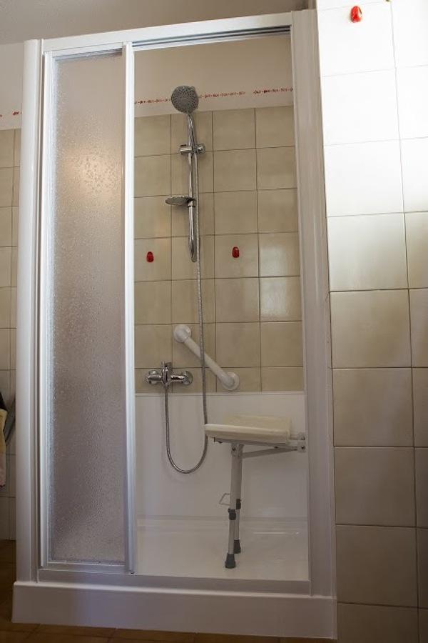 Foto vascaa sedere trasformata in doccia con sedile de - Box doccia con sedile ...