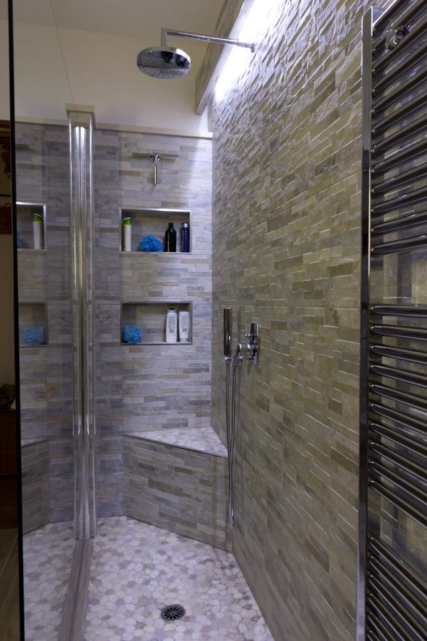 doccia con seduta ad angolo
