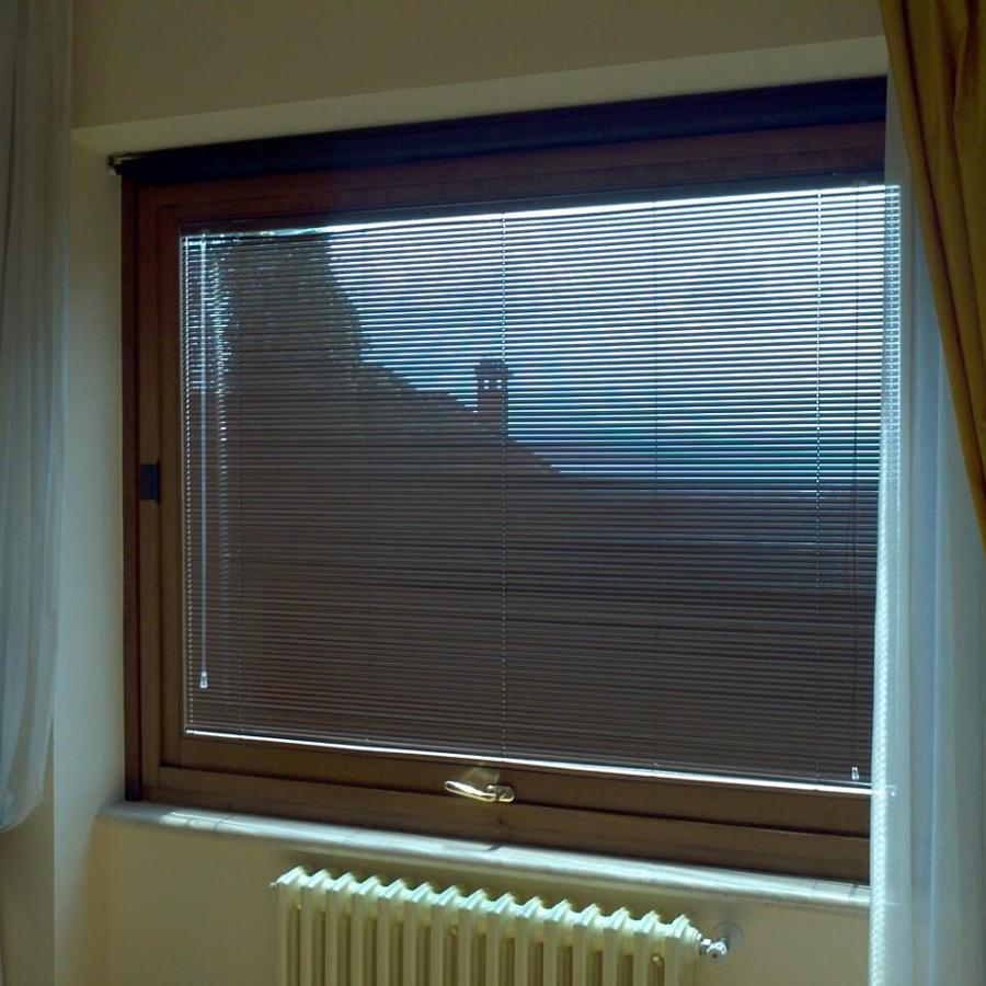 Foto veneziana da 15mm di gli specialisti del serramento - Veneziana finestra ...