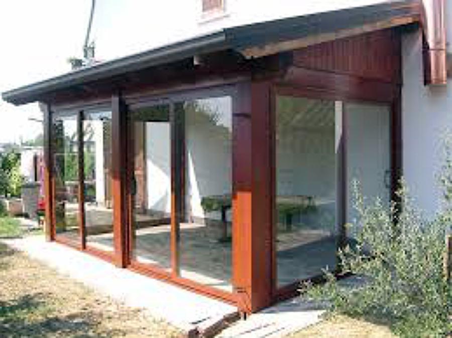 Foto veranda in legno chiusa di sarda restauri edili - Verande mobili per balconi ...