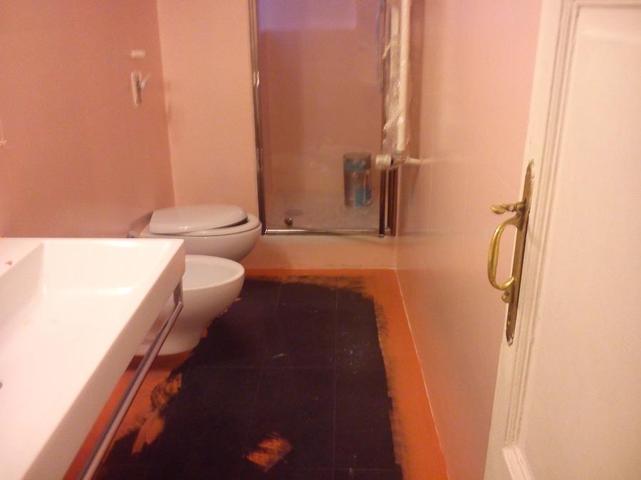 Foto verniciatura piastrelle bagno prima di giovanni - Vernice per bagno ...