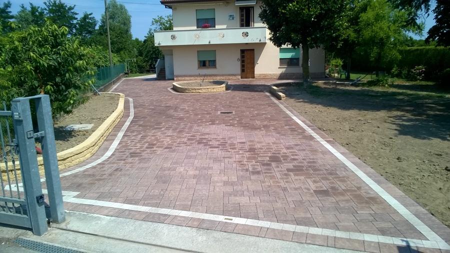 Foto pavimento in masselli autobloccanti di impresa sb for Pavimento in autobloccanti
